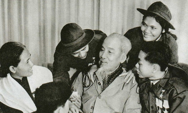 Hướng tới kỷ niệm 130 năm Ngày sinh Chủ tịch Hồ Chí Minh (19/5/1890-19/5/2020): Nhớ những lần sinh nhật Bác Hồ - Ảnh 1.
