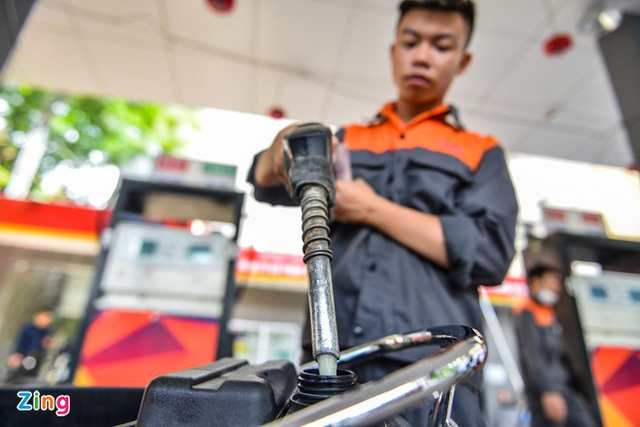 Giá xăng dầu thấp kỷ lục, nhà sản xuất và phân phối ôm lỗ nặng - Ảnh 2.