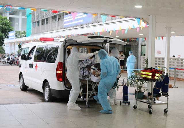 Bệnh viện Chợ Rẫy huy động toàn lực để cứu chữa cho phi công mắc COVID-19 - Ảnh 2.