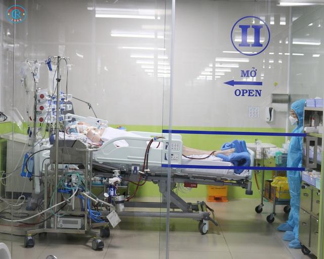 Bệnh viện Chợ Rẫy huy động toàn lực để cứu chữa cho phi công mắc COVID-19 - Ảnh 3.
