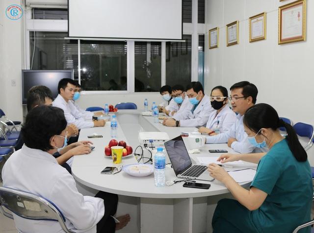 Bệnh viện Chợ Rẫy huy động toàn lực để cứu chữa cho phi công mắc COVID-19 - Ảnh 4.