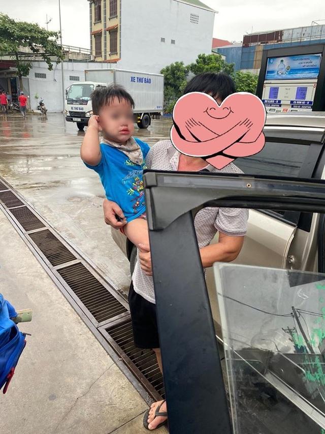 Xôn xao thông tin cháu bé 1 tuổi bị mắc kẹt trên ô tô vì người lớn quên rút chìa khóa khi xuống xe - Ảnh 3.