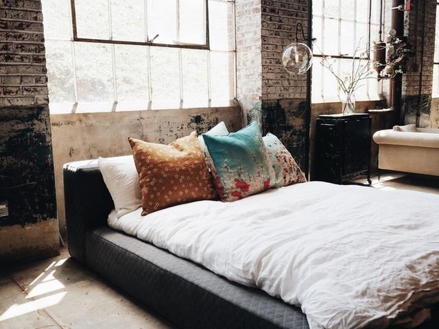 Nếu đầu giường để hai thứ này, tình cảm vợ chồng có thể xuất hiện bất hòa, sức khỏe giảm sút - Ảnh 5.
