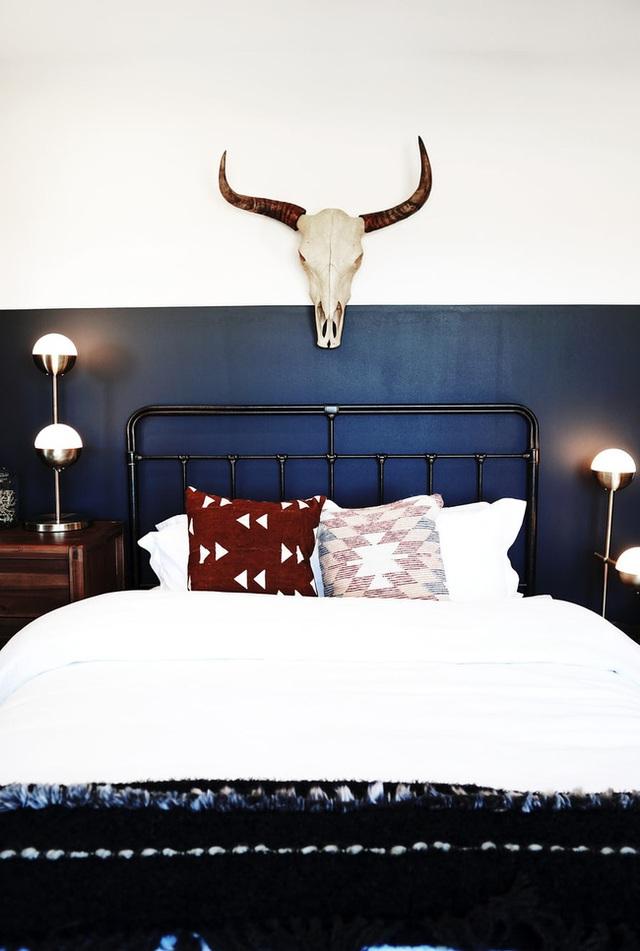 Nếu đầu giường để hai thứ này, tình cảm vợ chồng có thể xuất hiện bất hòa, sức khỏe giảm sút - Ảnh 8.