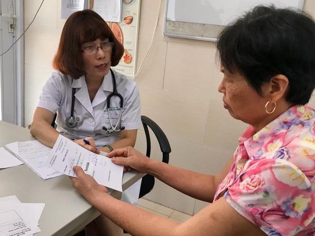 Dừng một loạt hoạt động thu phí, Bệnh viện Bạch Mai hướng tới xóa sổ giường yêu cầu - Ảnh 1.
