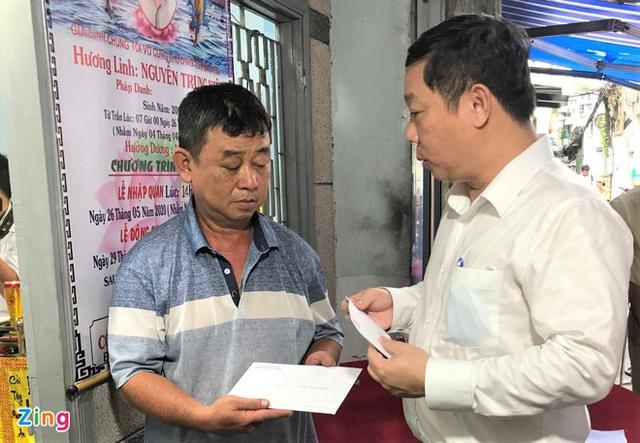 Bí thư Nguyễn Thiện Nhân đến viếng học sinh tử nạn - Ảnh 2.