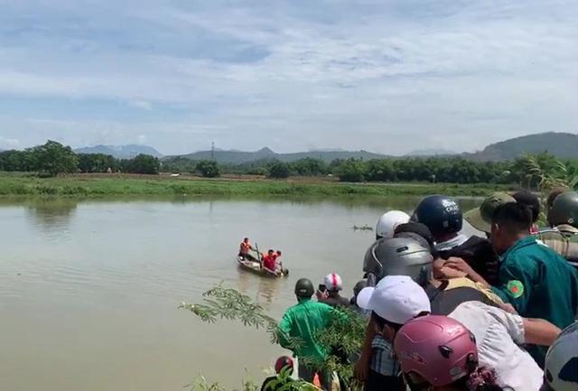 Trắng đêm ngụp lặn tìm kiếm nam sinh 15 tuổi chết đuối ở Đà Nẵng - Ảnh 3.