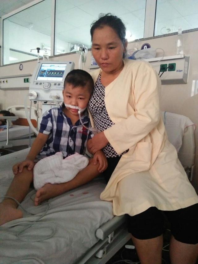 Đã mất con gái đầu, đôi vợ chồng đau đớn nhìn con trai 8 tuổi nguy kịch tính mạng vì nghèo khó - Ảnh 3.