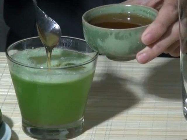 Cách làm nước uống giải nhiệt từ bí đao để trắng da, đánh bay ngứa ngáy, mụn rôm mùa hè - Ảnh 1.