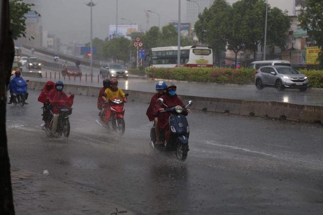 Áp thấp sắp vào biển Đông, miền Bắc mưa to diện rộng - Ảnh 1.