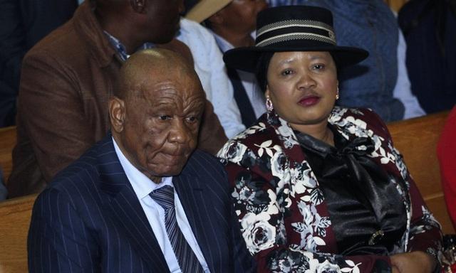 Cựu thủ tướng Lesotho cùng vợ hai thuê băng đảng giết vợ cả - Ảnh 1.