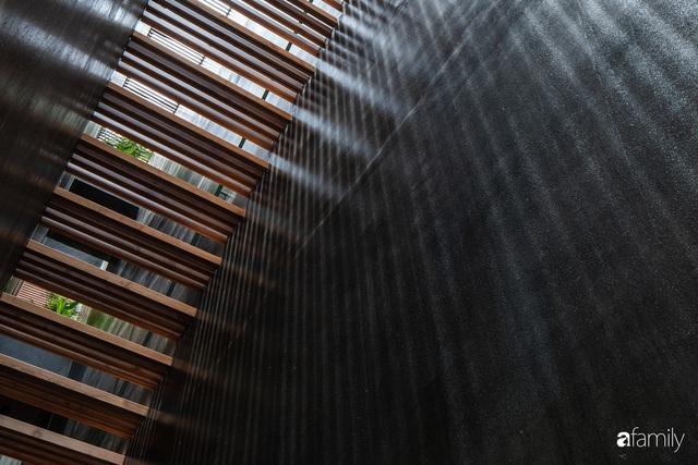 Nhà phố hướng Tây vẫn mát rượi không cần điều hòa nhờ thiết kế cầu thang thông gió và lấy sáng tiện ích ở Quận 7, Sài Gòn - Ảnh 4.