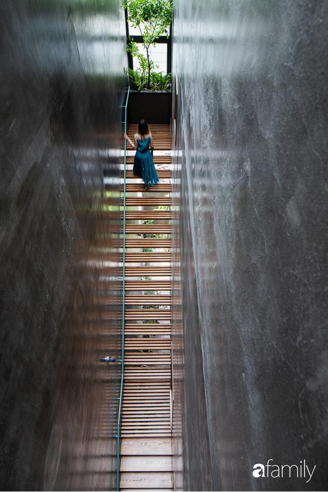 Nhà phố hướng Tây vẫn mát rượi không cần điều hòa nhờ thiết kế cầu thang thông gió và lấy sáng tiện ích ở Quận 7, Sài Gòn - Ảnh 5.
