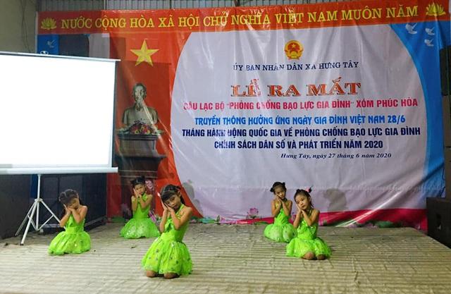Hưng Nguyên (Nghệ An) ra mắt CLB phòng chống bạo lực gia đình - Ảnh 3.