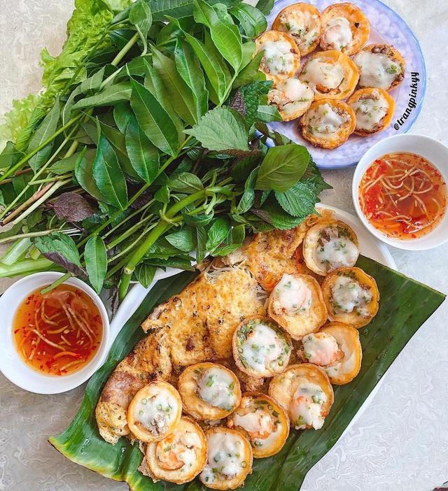 Thưởng thức những món bánh miền Tây được người Sài thành yêu thích - Ảnh 1.