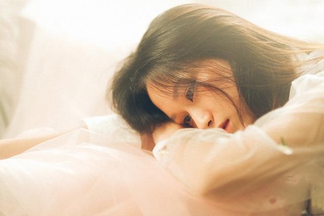 Vừa thức dậy buổi sáng đã phạm phải 5 thói quen xấu này, phụ nữ đừng hỏi tại sao nhịn ăn mãi mà cân vẫn chưa giảm - Ảnh 2.