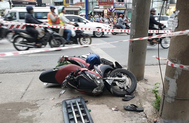 Đang dừng đèn đỏ, người đàn ông vẫn bị xe tải lao tới tông tử vong - Ảnh 2.