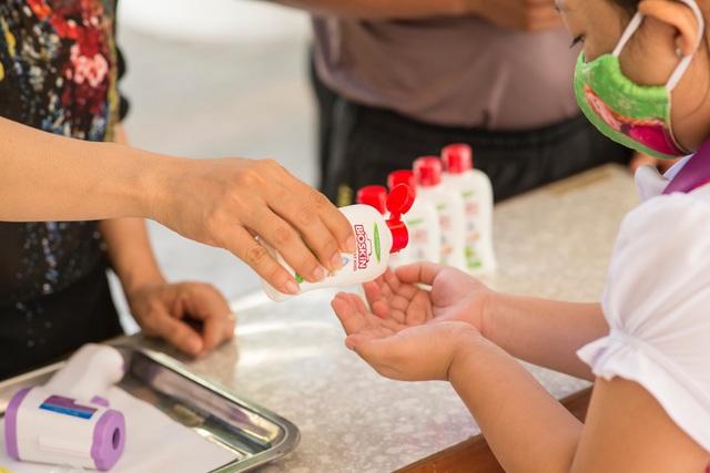 """Ba mẹ cần làm gì để bảo vệ sức khoẻ gia đình trong giai đoạn """"bình thường mới - Ảnh 1."""