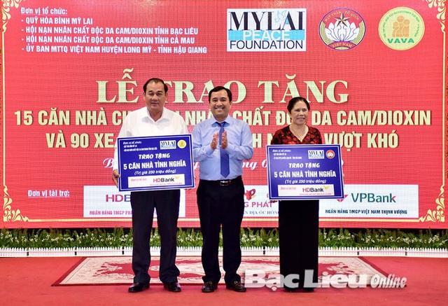 HDbank tặng 10 căn nhà và 200 suất học bổng - Ảnh 1.