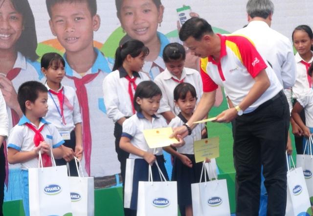 HDbank tặng 10 căn nhà và 200 suất học bổng - Ảnh 3.