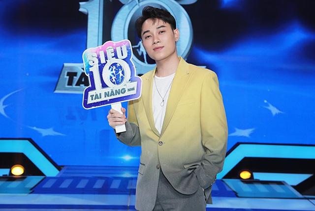 Sau tin đồn bay lắc, MC Trấn Thành ôm chặt Hari Won - Ảnh 10.