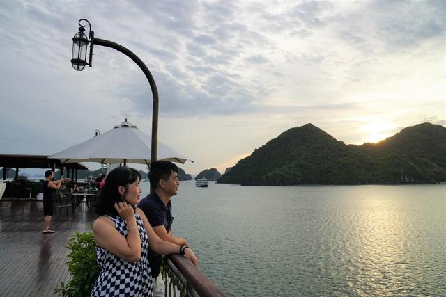 Cơn sốt trải nghiệm bằng du thuyền trên vịnh Lan Hạ và vịnh Hạ Long - Ảnh 9.