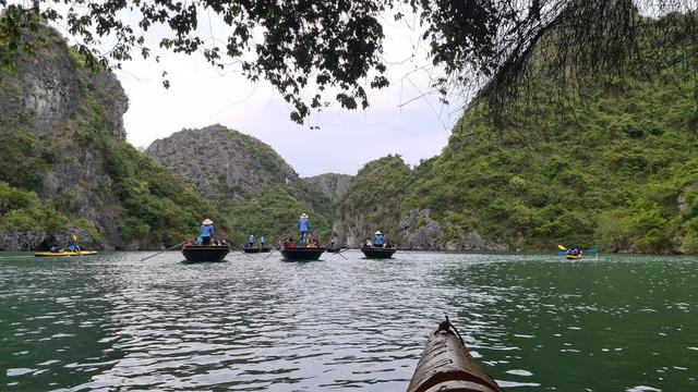 Cơn sốt trải nghiệm bằng du thuyền trên vịnh Lan Hạ và vịnh Hạ Long - Ảnh 8.
