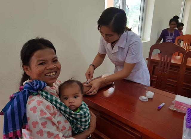 """""""Đẩy lùi COVID-19: Cách thức bảo vệ quyền và sức khỏe của phụ nữ, trẻ em gái trong bối cảnh hiện tại"""" - Ảnh 1."""