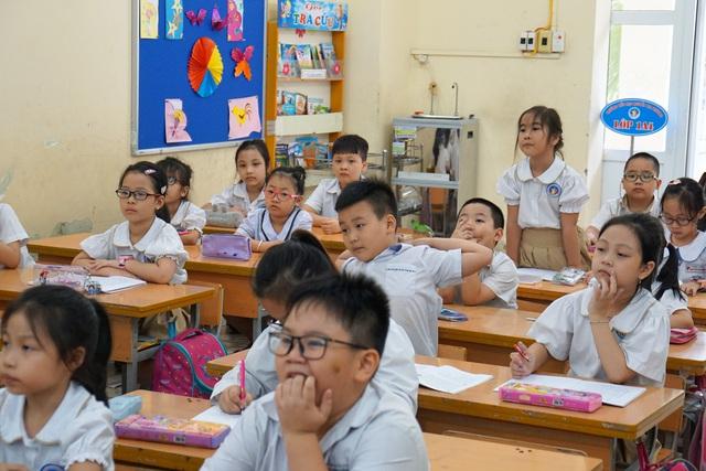 Lựa chọn SGK theo chương trình đổi mới giáo dục: Giáo viên mừng hay lo? - Ảnh 4.