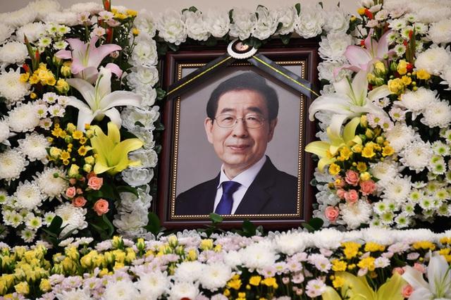 Hình ảnh cuối cùng của Thị trưởng Seoul trong ngày mất tích, trước khi thi thể được tìm thấy đã gọi điện cho con gái và người thân - Ảnh 1.