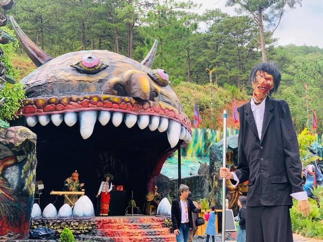 Khu du lịch Quỷ Núi ở Đà Lạt bị chê ghê rợn, ảnh hưởng mảng xanh - Ảnh 1.