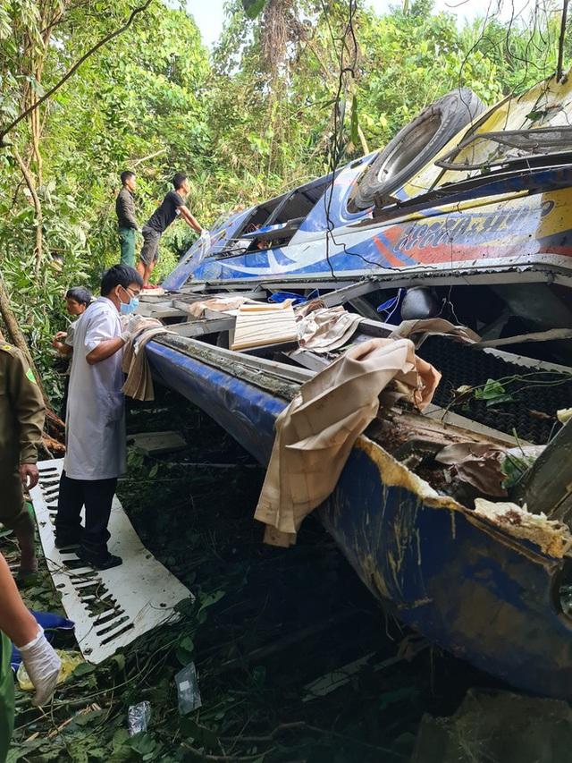 Hiện trường vụ xe khách rơi xuống vực làm 5 người tử vong - Ảnh 4.