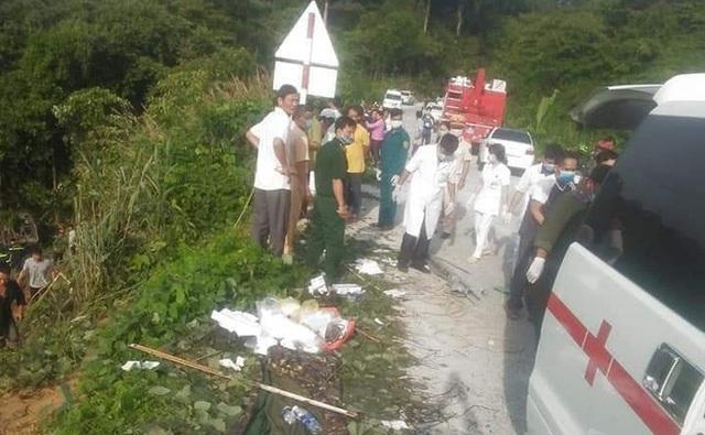 Hiện trường vụ xe khách rơi xuống vực làm 5 người tử vong - Ảnh 6.
