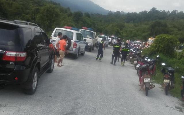 Hiện trường vụ xe khách rơi xuống vực làm 5 người tử vong - Ảnh 8.
