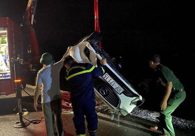 Nạn nhân thứ 4 đã tử vong trong vụ ô tô lao xuống biển ở Quảng Ninh  - Ảnh 3.