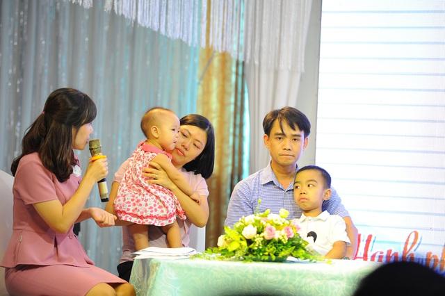 Nhiều cặp vợ chồng hiếm muộn hạnh phúc khi tìm được con - Ảnh 2.