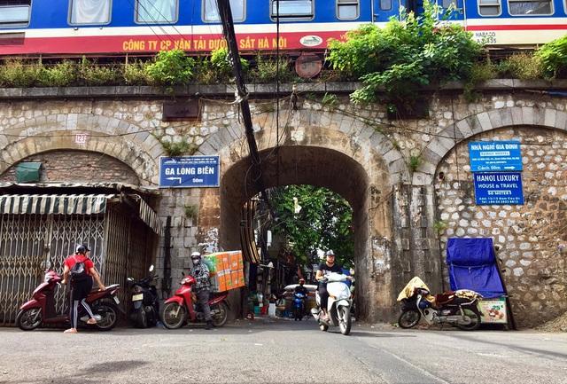 Hà Nội triển khai giai đoạn 2 đục thông vòm cầu Phùng Hưng, mở rộng không gian phố cổ - Ảnh 2.