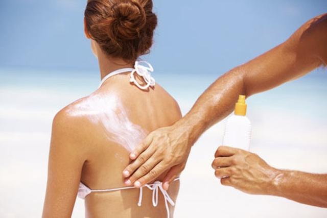 Da bị xuống cấp trầm trọng khi đi du lịch, nghe 7 lời khuyên này của bác sĩ để thỏa sức bung lụa mà da vẫn đẹp - Ảnh 2.