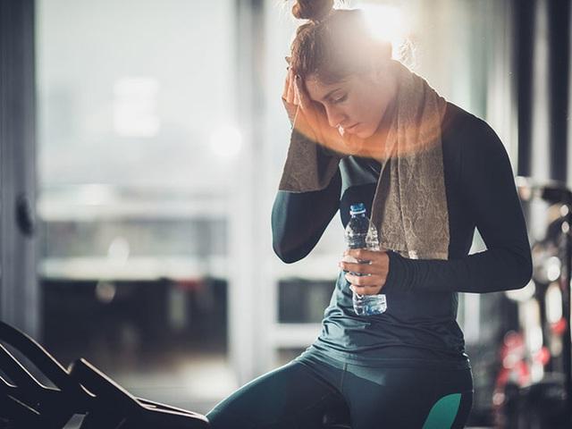Dù là người thích tập luyện nhưng nếu thấy đau đầu trong hoặc sau khi tập thì hãy làm ngay những điều này để tránh rủi ro xảy ra - Ảnh 1.