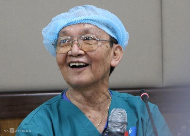 Bác sĩ Trần Đông A: Ca mổ tách hai bé rất khả quan - Ảnh 1.