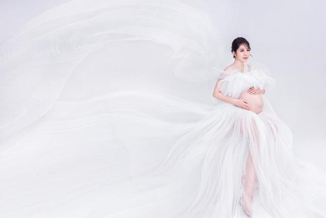 Hoa hậu Đại dương Đặng Thu Thảo khoe bụng bầu song sinh - Ảnh 4.