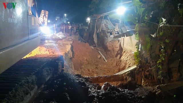 Sập bức tường, 1 người chết, 3 người bị thương ở Yên Bái  - Ảnh 2.