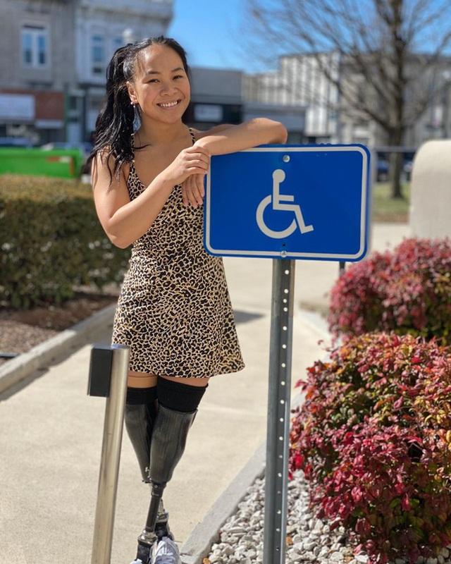 Cô gái gốc Việt mất 2 chân vì nổ bom, thành VĐV bơi lội ở Mỹ - Ảnh 12.