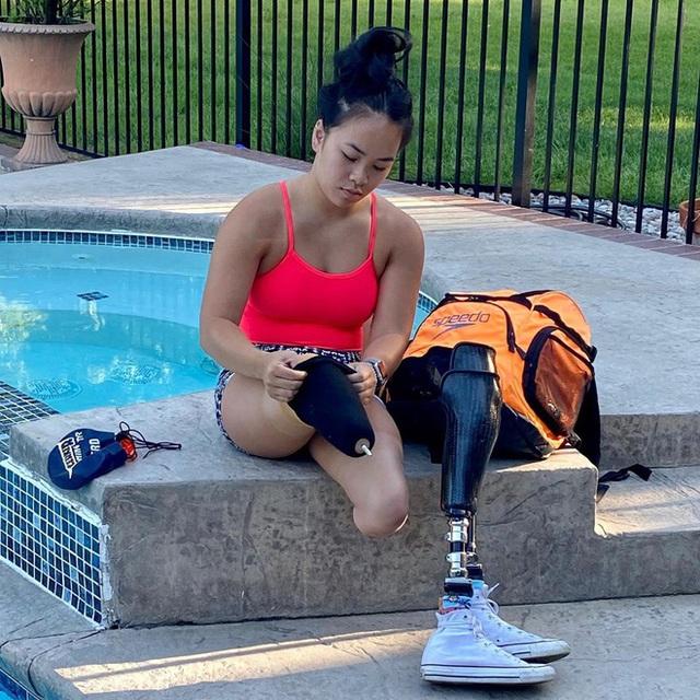 Cô gái gốc Việt mất 2 chân vì nổ bom, thành VĐV bơi lội ở Mỹ - Ảnh 5.