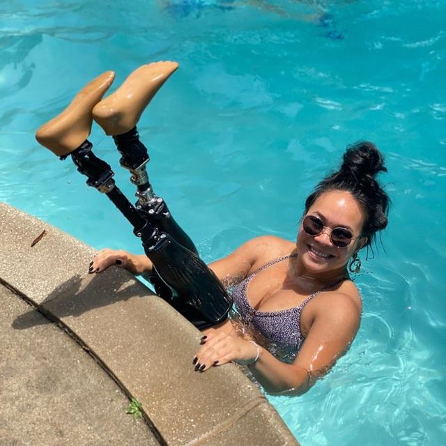 Cô gái gốc Việt mất 2 chân vì nổ bom, thành VĐV bơi lội ở Mỹ - Ảnh 6.