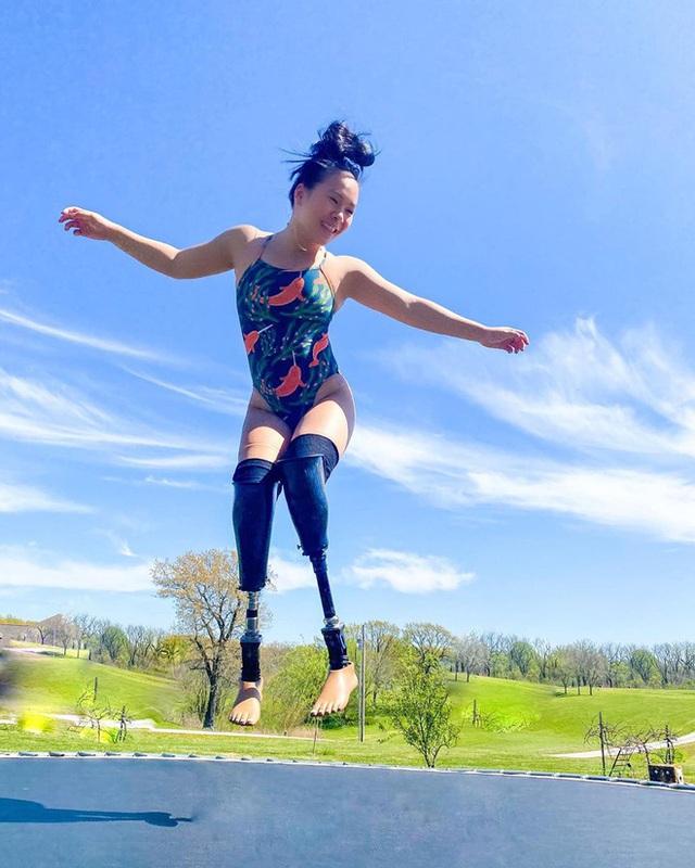 Cô gái gốc Việt mất 2 chân vì nổ bom, thành VĐV bơi lội ở Mỹ - Ảnh 8.