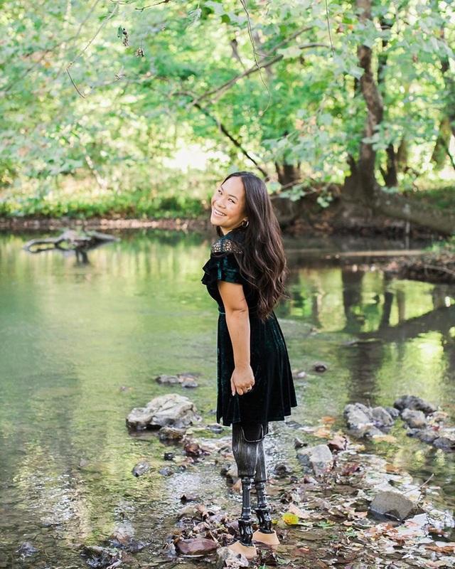 Cô gái gốc Việt mất 2 chân vì nổ bom, thành VĐV bơi lội ở Mỹ - Ảnh 9.