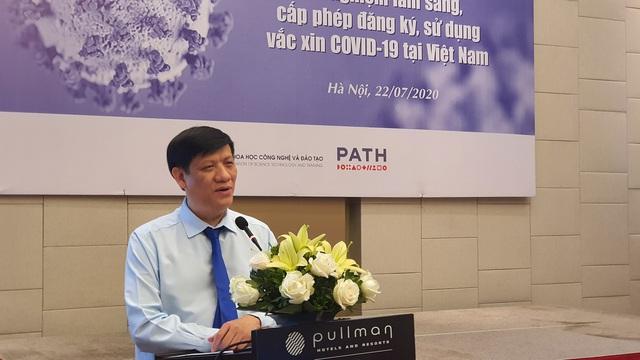 Quyền Bộ trưởng Bộ Y tế Nguyễn Thanh Long kỳ vọng Việt Nam tự chủ được vaccine phòng COVID-19 - Ảnh 1.