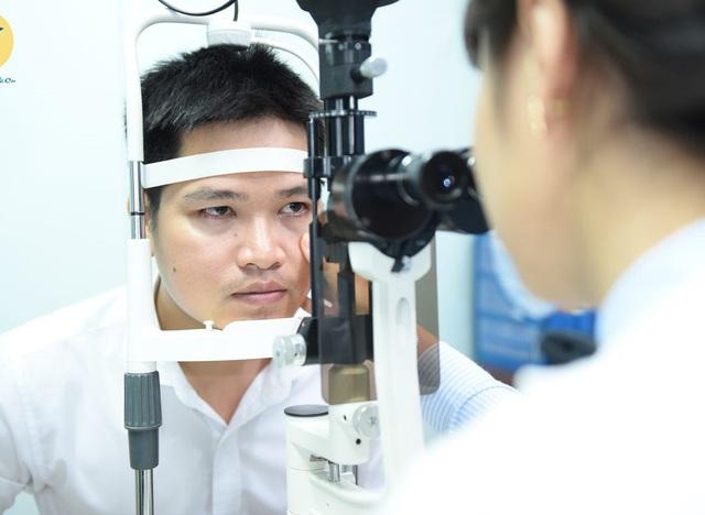 Cứ nghĩ mắt nhìn mờ là cận thị, đi khám giật mình biết nguyên nhân - Ảnh 2.