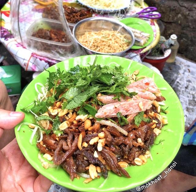 Bánh tôm và loạt món ngon hút giới trẻ Hà Nội ngày hè - Ảnh 1.